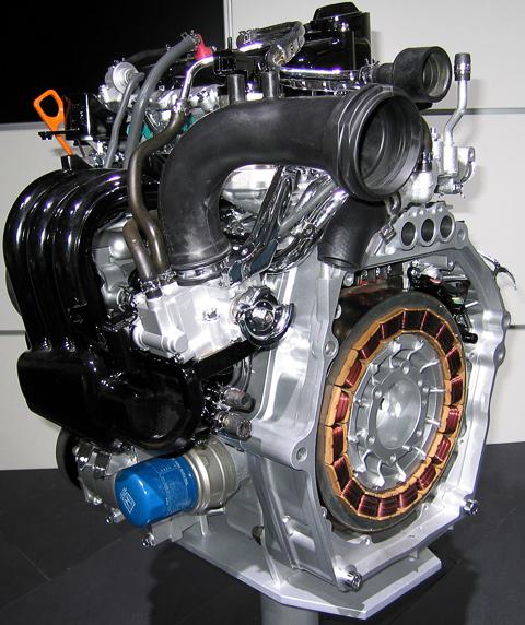Хондовская гибиридная силовая установка IMA (Integrated Motor Assist) — пример параллельной схемы: на коленчатом валу двигателя вместо маховика размещён компактный электромотор-генератор.